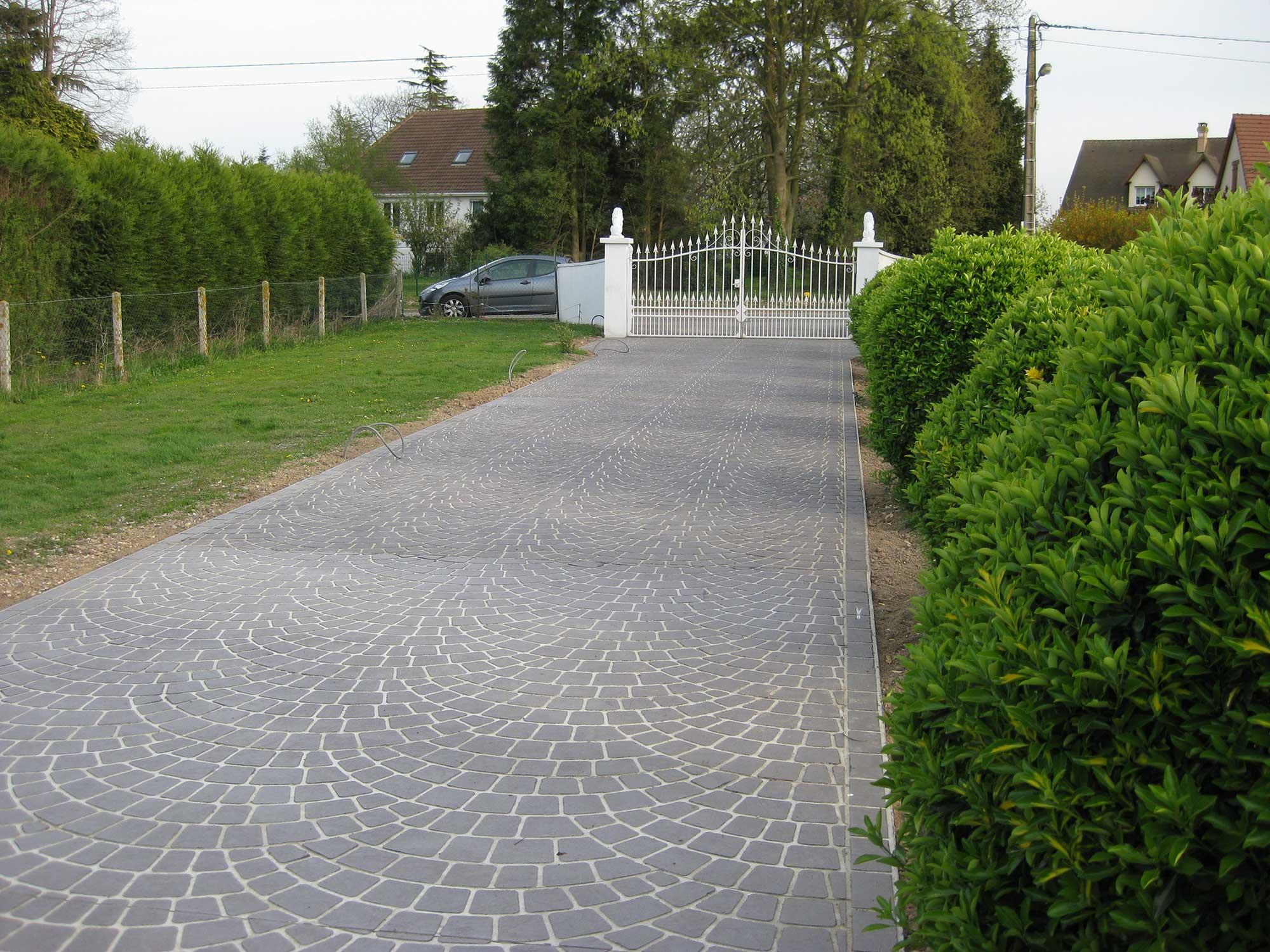 Allee beton alle en bton dsactiv with allee beton for Cailloux allee de garage