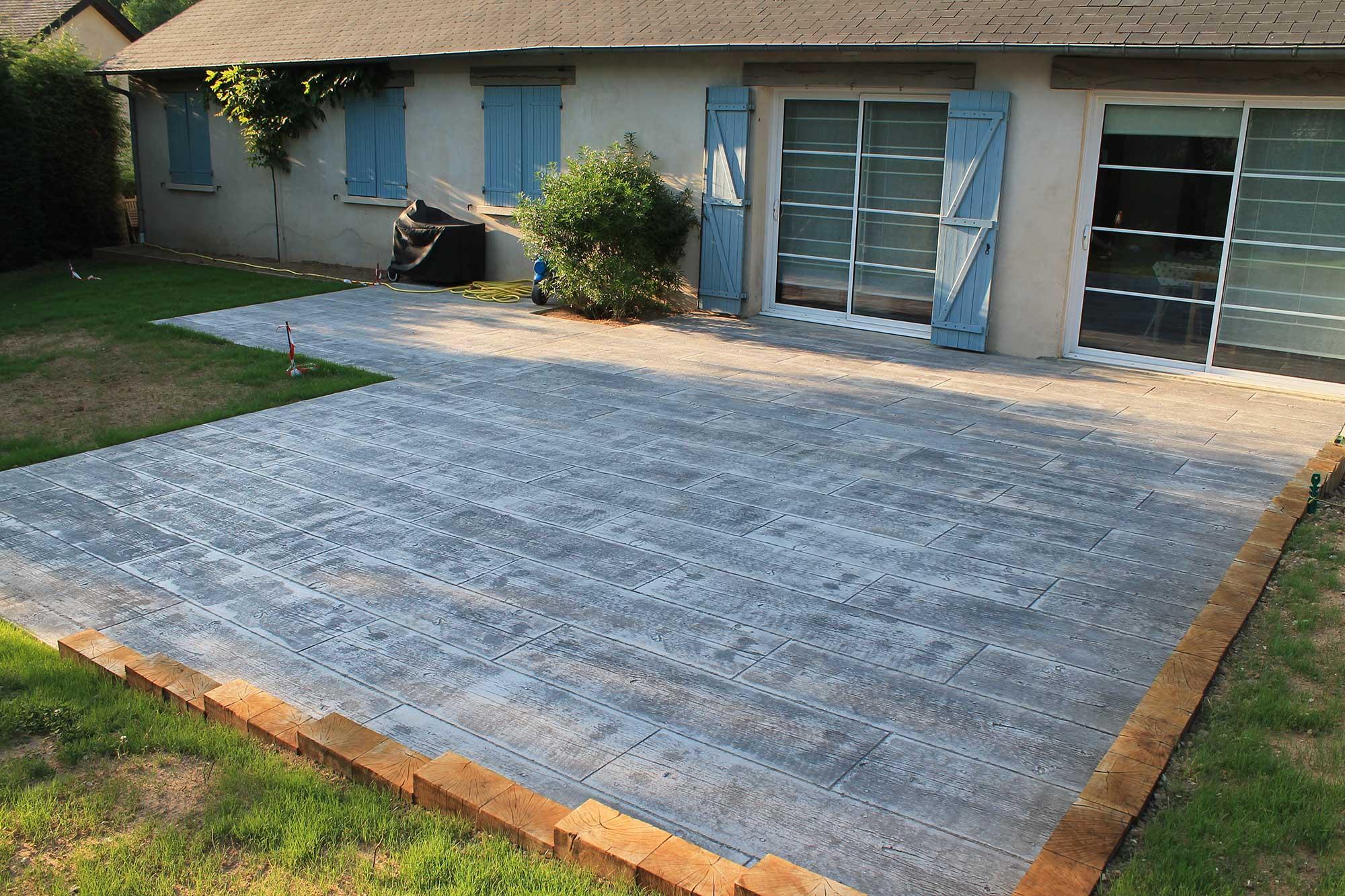 Descente de garage les ma ons du paysage - Terrasse beton empreinte bois ...